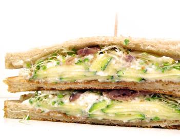 Sandwich courgette germes trèfle